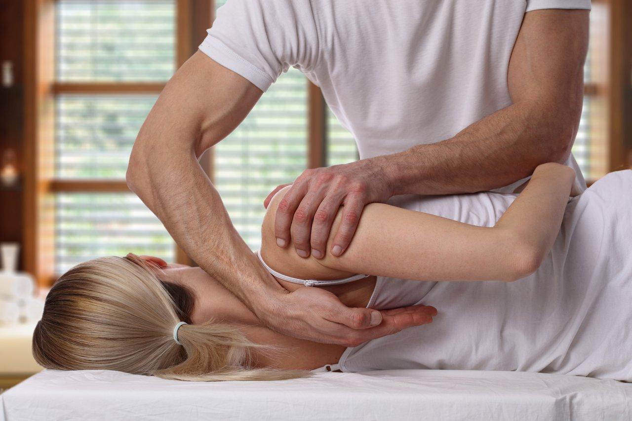Массаж с использованием мягких методик мануальной терапии