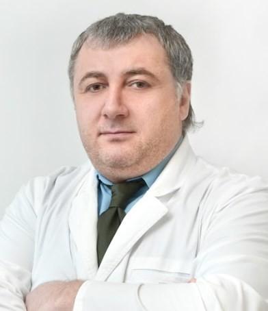 Врач Кучмезов Эльдар Хусейнович