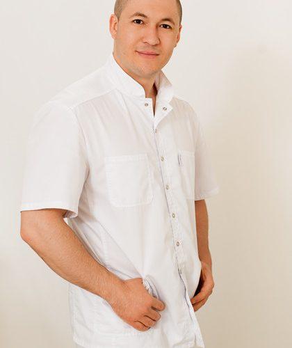 Врач Нартикоев Виталий Таймуразович