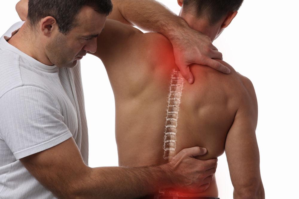Как мануальный терапевт лечит боли в спине